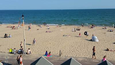 4 Ways to Improve Your Mental Wellbeing. Bournemouth beach is a great place for relaxation. Looking towards the sea is a mental booster